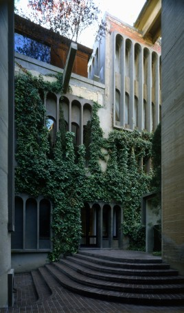 Ricardo_Bofill_Taller_Arquitectura_SantJustDesvern_Barcelona_Spain_OutdoorSpaces