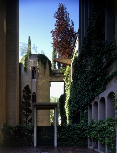 Ricardo_Bofill_Taller_Arquitectura_SantJustDesvern_Barcelona_Spain_OutdoorSpaces_(11)